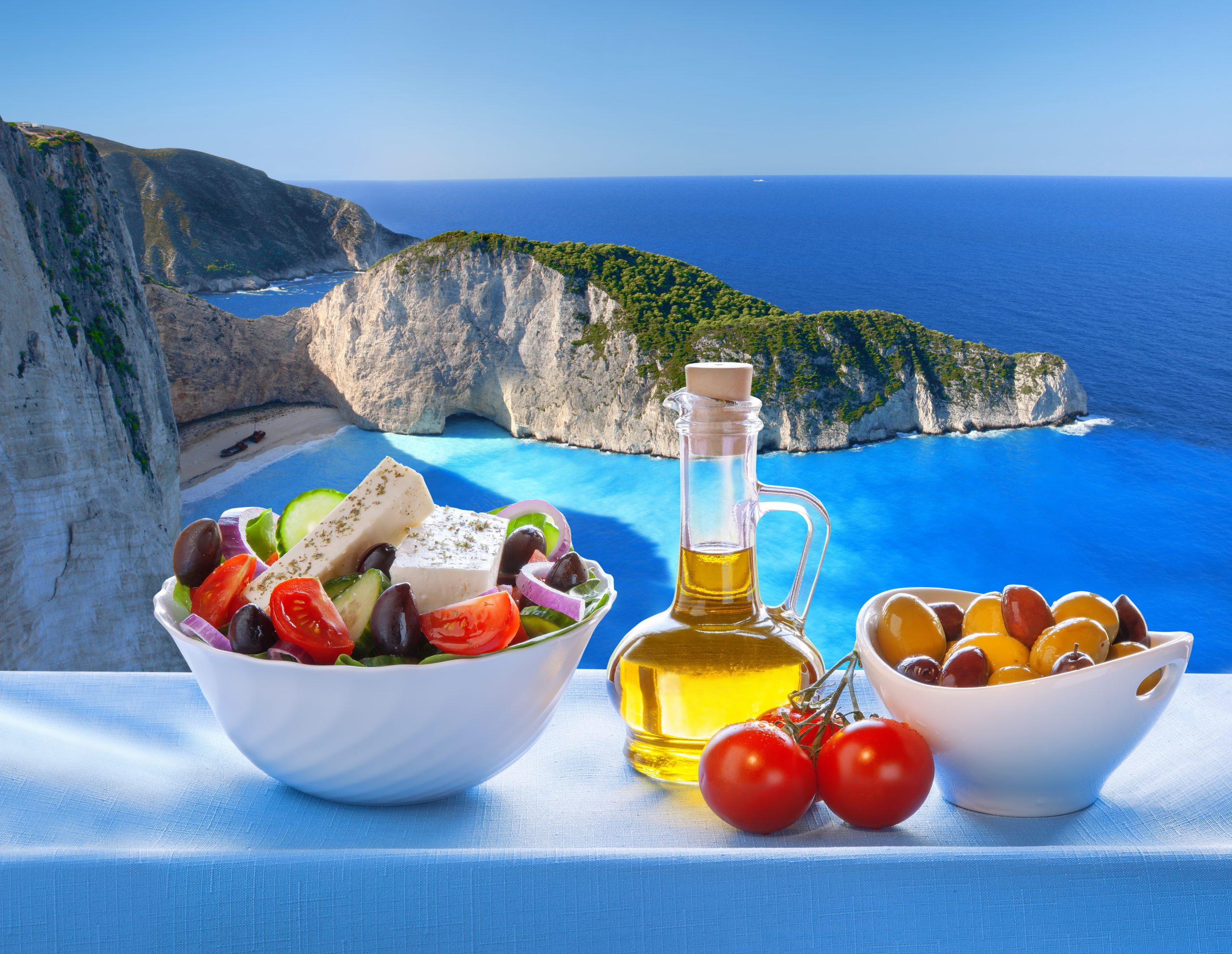 Griechische Köstlichkeiten, Feta, griechischer Joghurt, Pita, griechische Peperoni